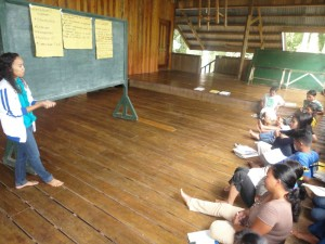 Femie Faller of Ateneo de Davao teaching APC teachers