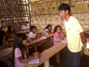 Kuya Jundrey, Daweg A teacher, explains to eager pupils