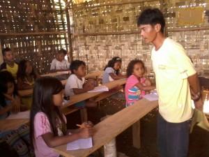 Kuya Jundrey, Daweg A teacher, explains to eager pupils